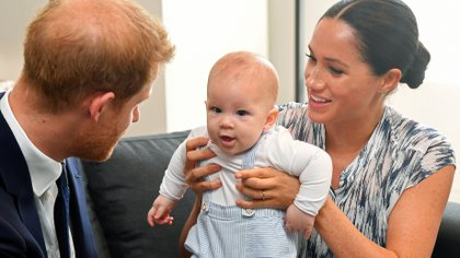 Los duques de Sussex viven en Los Angeles con su hijo Archie, que hoy tiene 14 meses. (REUTERS/Toby Melville)