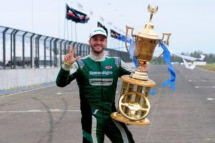 Agustín Canapino tras ganar su tercer título de TC en 2018. Crédito: Prensa ACTC.