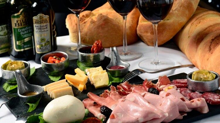 be382eb941 Hay varios lugares que ofrecen gran variedad de opciones con tablas de  quesos y fiambres