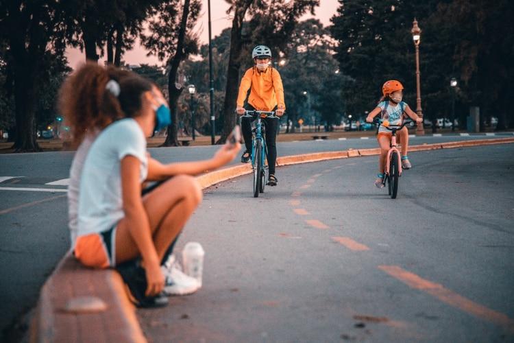 Los adolescentes son tremendamente creativos en la resolución de problemas por lo que invitémoslos a intervenir en la resolución de los problemas que vayan apareciendo (Thomas Khazky)