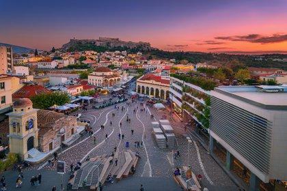 Atenas es solo una de las dos ciudades en la lista que registra aumentos en los costos de alojamiento desde marzo, aunque lo compensa con bajos costos en otros lugares