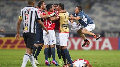 Los festejos ante Atlético de Minero al acceder a cuartos de final