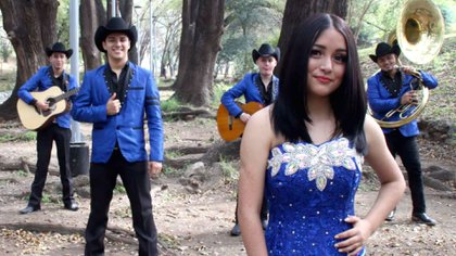 Rubí Ibarra grabó un nuevo video musical con el grupo Reencarnación (Foto: YouTube toncheproducciones)
