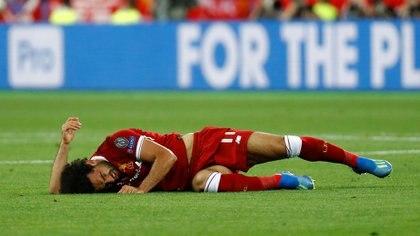 Mohamed Salah sufrió una lesión en su hombro izquierdo