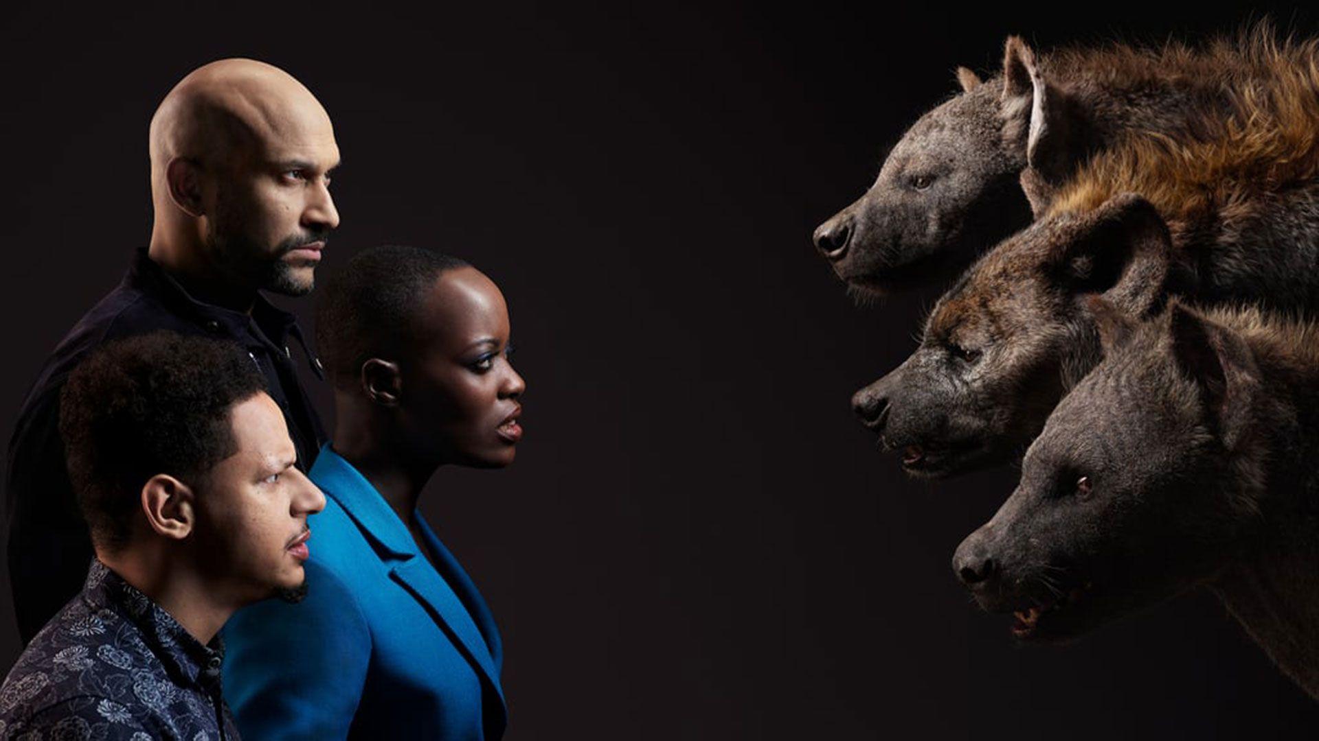 Los actores que doblaron la versión en inglés. De adelante hacia atrás: Eric André, Florence Kasumba y Keegan-Michael Key con las hienas Azizi, Shenzi y Kamari.