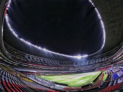 La iluminación corrió a cargo de la empresa Signify, que ha trabajado para grandes clubes de Europa (Foto: Twitter/Miguel Ponton)