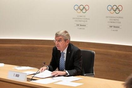 Thomas Bach, presidente del Comité Olímpico Internacional (COI), en la primera sesión remota de la historia del organismo (REUTERS)