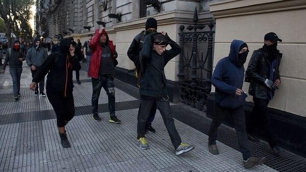 Gobierno del presidente Mauricio Macri - Página 31 Infiltrados-Macha-por-Julio-Lopez-y-Santiago-Maldonado-a-Plaza-de-Mayo-NS-1-1920