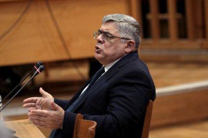 El líder de Amanecer Dorado Nikos Mihaloliakos en un momento del juicio en noviembre (REUTERS/Costas Baltas)