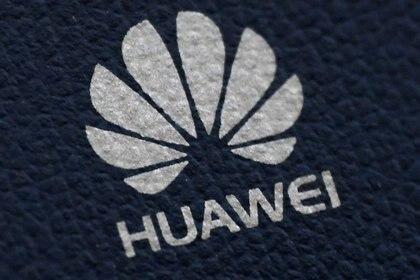 Imagen de archivo del logo de Huawei en un dispositivo de comunicaciones en Londres, Inglaterra, Enero 28, 2020. REUTERS/Toby Melville