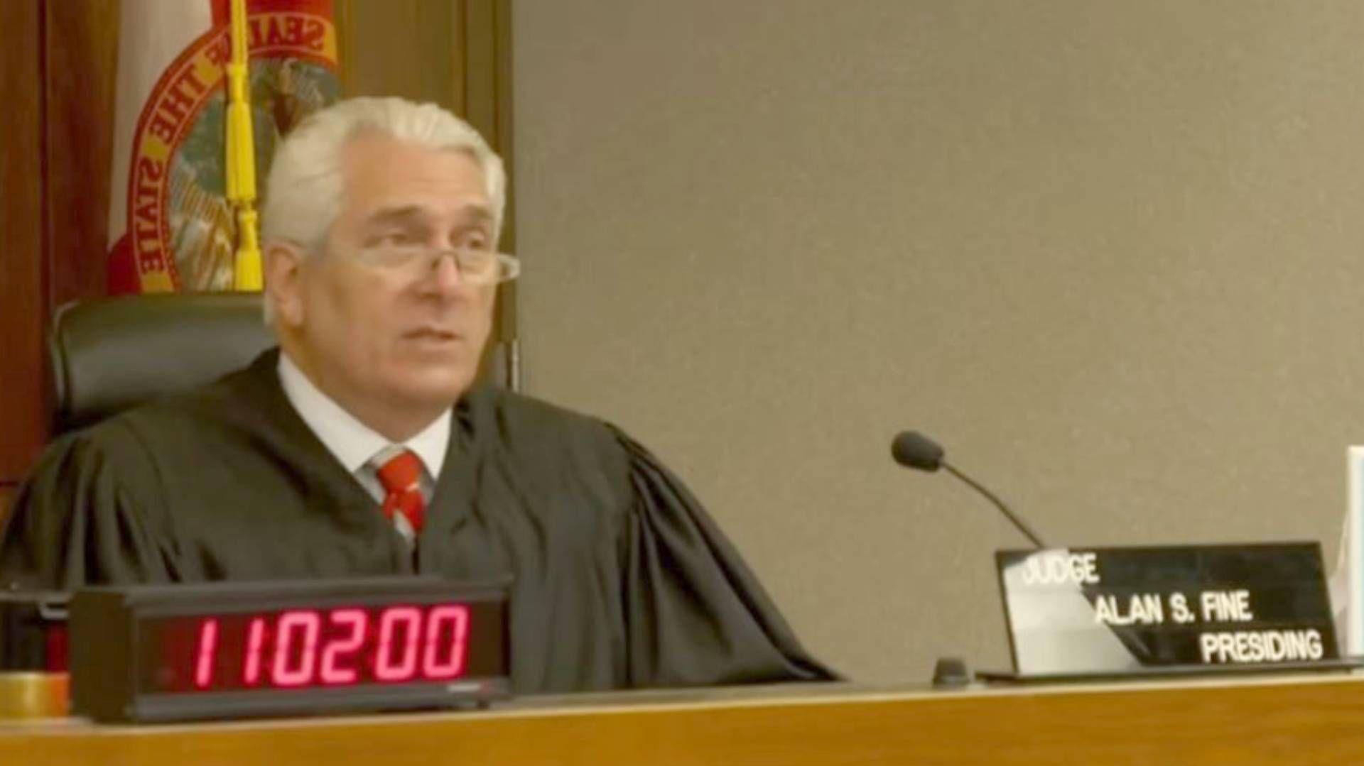 El juez Alan Fine determinó que sí habrá juicio contra el actor mexicano (Foto: Captura pantalla Telemundo)