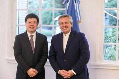 El presidente, Alberto Fernandez, recibió al embajador de China, Zou Xiaoli, en la residencia presidencial de Olivios donde se habló de las donaciones para combatir el coronavirus
