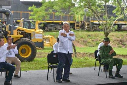 Ante las polémicas ambientalistas, el presidente López Obrador ha referido que ama los árboles. (Foto: Cortesía Presidencia)