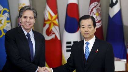 Anthony Blinkan, cuando era secretario de Estado de Estados Unidos, se reunió con el ministro de Relaciones Exteriores de Corea del Sur, Yoon Byung-se.  Reuters