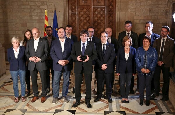 El gobierno del presidente Carles Puigdemont impulsa la independencia y organizó el referéndum que fue brutalmente reprimido por Madrid (AFP)