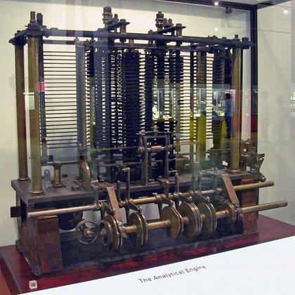 En 1991 el museo de ciencias de Londres, siguiendo los planos originales de Charles Babbage, con escasas modificaciones sobre los mismos, construyó la máquina diferencial