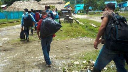 El desplazamiento forzado es una de las consecuencias de la amenaza a los menores que existe en muchos territorios colombianos.