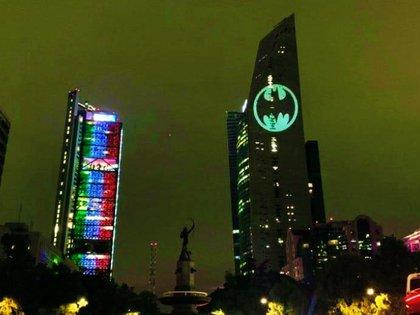 El sábado 21 de septiembre se proyectó el símbolo del Caballero de la Noche (Foto: Twitter @UMajesto)