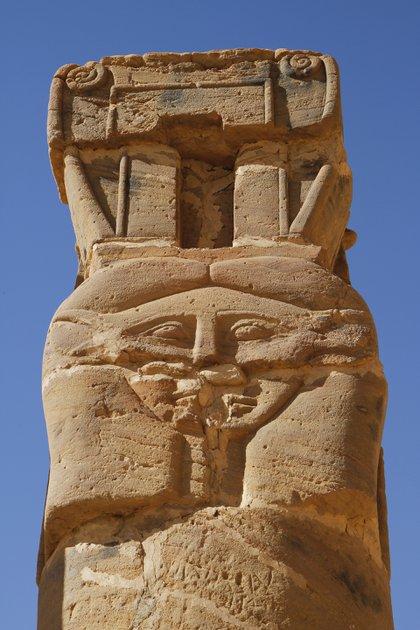 Un monumento en la pequeña montaña de Jebel Barkal usada como templo sagrado, en el sur del río Nilo