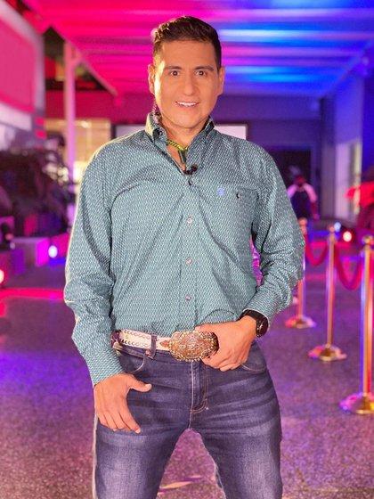 Actualmente es parte del equipo de conductores de TV Azteca (Foto: Instagram @rafabalderrama)