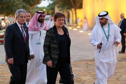 La Directora Gerente del Fondo Monetario Internacional, Kristalina Georgieva, llega a una cena de bienvenida en el Palacio Murabba de Arabia Saudita, durante la reunión de ministros de finanzas y gobernadores de bancos centrales del G20 en Riad, Arabia Saudita, el 22 de febrero de 2020. (REUTERS/Ahmed Yosri)