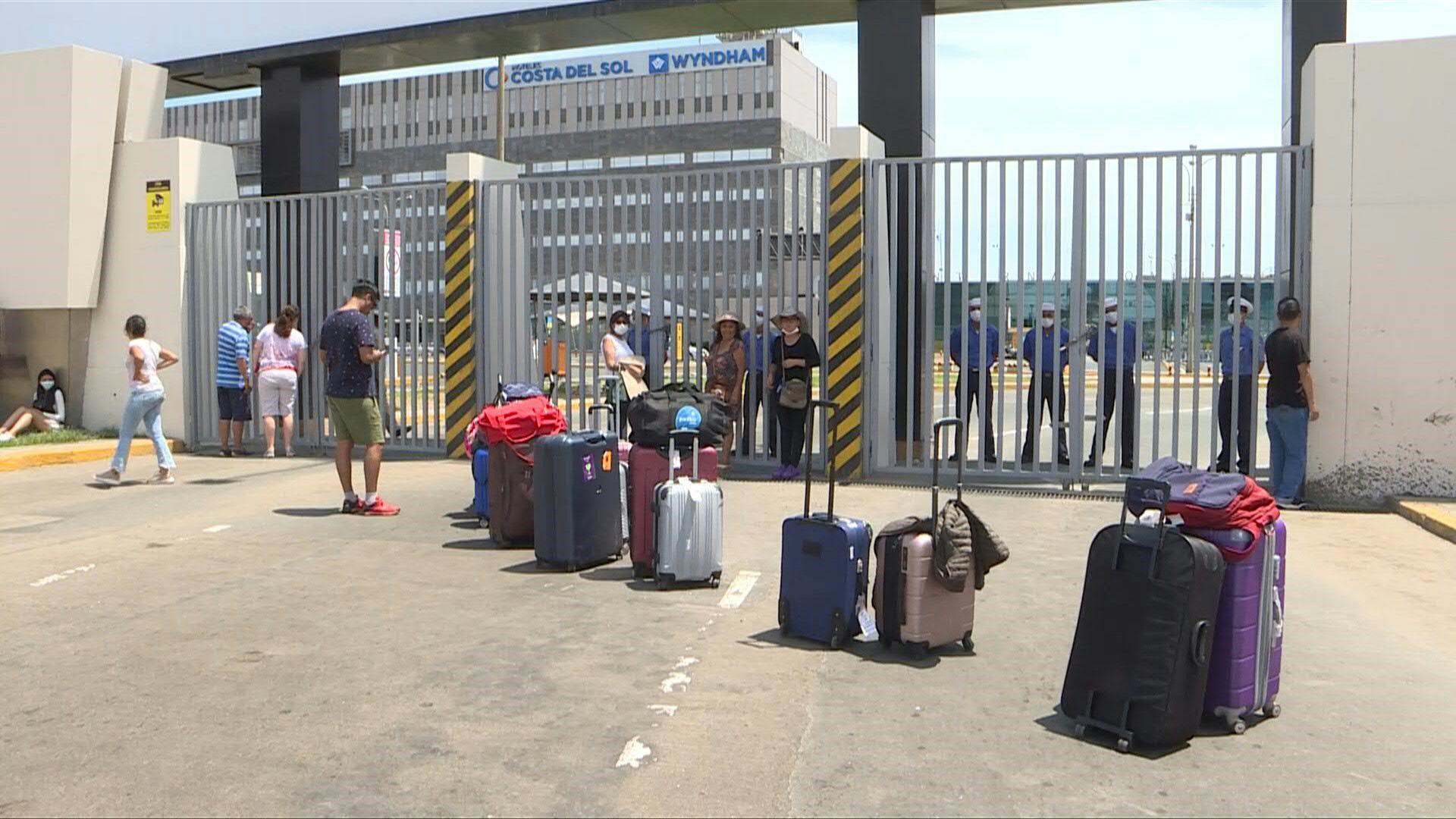 La velocidad de transmisión de virus es proporcional a la intensidad de conexión o de participación en la globalización, por eso se cierran los aeropuertos internacionales