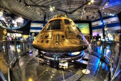 A los mas chicos de la familia quizá no les interese la moda, pero seguro les llamará la atención una visita al Centro Espacial de la NASA
