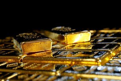 FOTO DE ARCHIVO. Lingotes de oro en la planta de separación de oro y plata de Austria 'Oegussa' en Viena, Austria. 18 de marzo de 2016. REUTERS/Leonhard Foeger