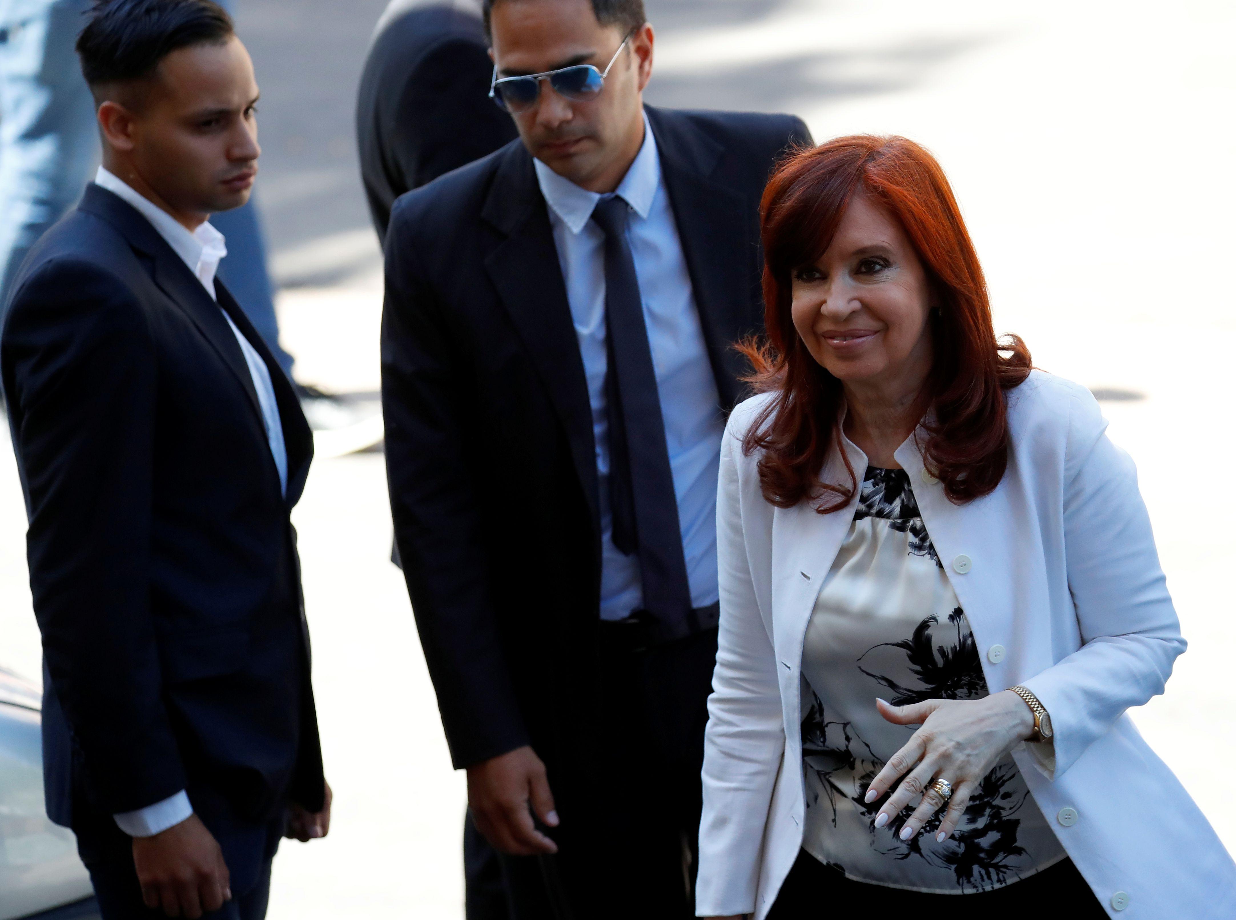 Cristina Kirchner al llegar a Comodoro Py para su indagatoria
