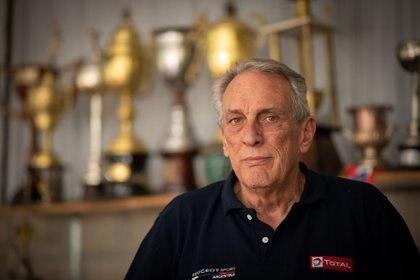 El Flaco hoy en su museo en Ramallo, donde atesora varios de los autos en los que compitió y los trofeos ganados a través de su prolífica carrera.(Fede Asenjo)