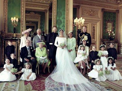 La foto oficial de los duques de Sussex con parte de la familia real británica