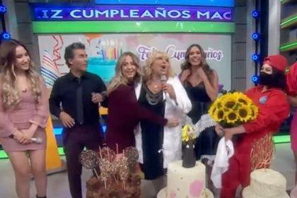 """El 22 de octubre, el elenco de """"Hoy"""" celebró el 57 cumpleaños de Magda Rodríguez (Foto: Captura de pantalla)"""