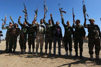 Los rebeldes chiíes hutíes de Yemen se adjudicaron los ataques contra Arabia Saudita (EPA/YAHYA ARHAB)