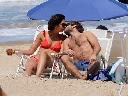 """Nicolás """"Tacho"""" Riera y su novia Giulia Gabetta en Punta del Este (Foto: GM Press/Teleshow)"""