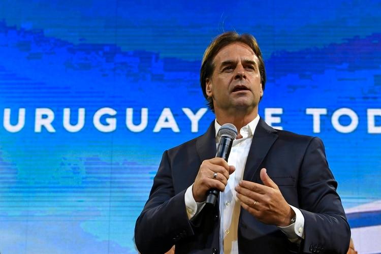Luis Lacalle Pou criticó que Daniel Martínez no haya reconocido su triunfo en las elecciones del domingo (Photo by PABLO PORCIUNCULA / AFP)