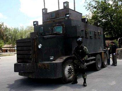 """Los """"Narcotanques"""" son vehículos modificados que utiliza el Cártel del Noreste en Tamaulipas (Foto: Especial)"""
