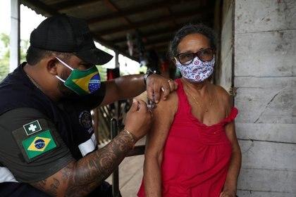 Vacunación en el estado Amazonas (Reuters)