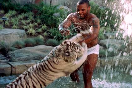Tyson reveló que hasta llegó a dormir en la misma cama con el animal (Shutterstock)