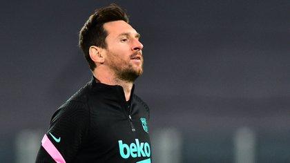 Lionel Messi se debate si seguir en Barcelona o aceptar un nuevo desafío (REUTERS/Massimo Pinca)