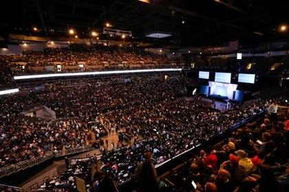 Una imagen de la última reunión anual de Berkshire Hathaway previa a la pandemia. Estado lleno en Omaha, Nebraska, Estados Unifod, el 4 de mayor de 2019. Foto: REUTERS/Scott Morgan/File Photo