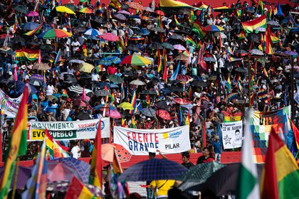 Miles de integrantes de la comunidad boliviana se hicieron presentes en el estadio de Deportivo Español, en Buenos Aires (Franco Fafasuli)