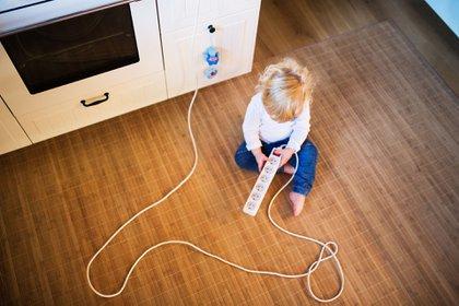 Los niños menores de 5 años son un grupo de riesgo de los accidentes domésticos, con mayor incidencia entre el año y los tres años de vida (Shutterstock)