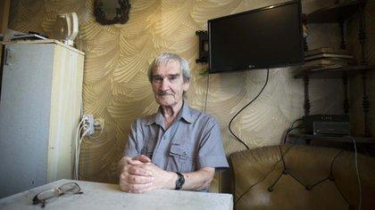 Stanislav Petrov en su casa en Friazino, a 20 kilómetros de Moscú (AP)