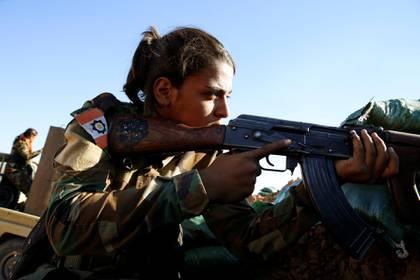 Una combatiente kurda en el norte de Siria (Reuters)
