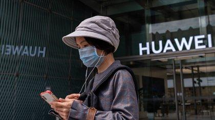 El nuevo blanco de las sanciones de Washington fue Huawei, que en mayo de 2019 fue incluida en la denominada Entity List, donde figuran las empresas que no pueden relacionarse ni hacer negocios con pares de estados unidos. Foto: AFP.