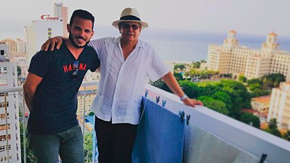 Homero Acosta junto a su hijo Alex Acosta Aldaya en La Habana (ALEX ACOSTA ALDAYA / INSTAGRAM)