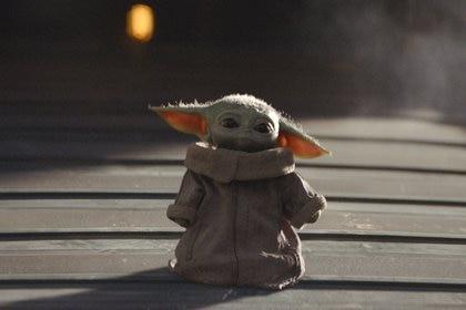 The Child, también conocido como Baby Yoda, es el personaje revelación de esta historia, ya que es sensación en redes sociales. También es parte de una estrategia de marketing como el producto por vender de acá a muchos años