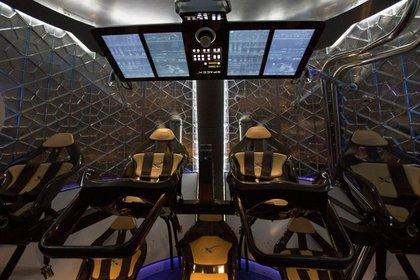 La cabina de la nave Dragon V2 (Reuters)