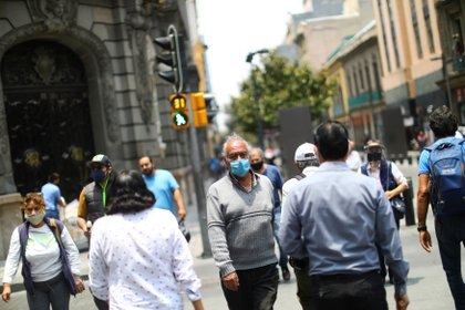 People walk on a street during the start of gradual reopening of commercial activities in downtown Mexico City, as the coronavirus disease (COVID-19) outbreak continues, Mexico June 30, 2020. REUTERS/Edgard Garrido