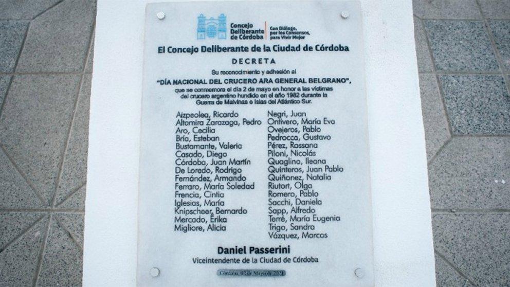 Polémica por una placa de reconocimiento a los caídos en Malvinas: en lugar de sus nombres figuraban los de los concejales